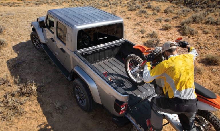 2021 Jeep Gladiator exterior loading bike